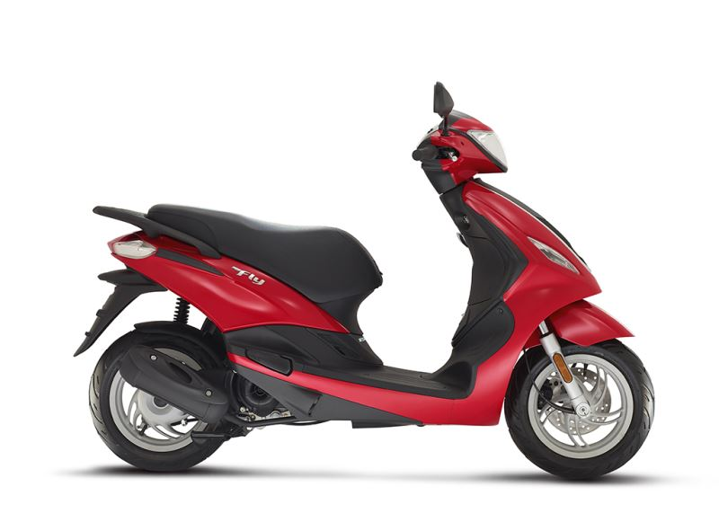 piaggio fly 50 4t new 2016 50cc scooter price specifications videos. Black Bedroom Furniture Sets. Home Design Ideas